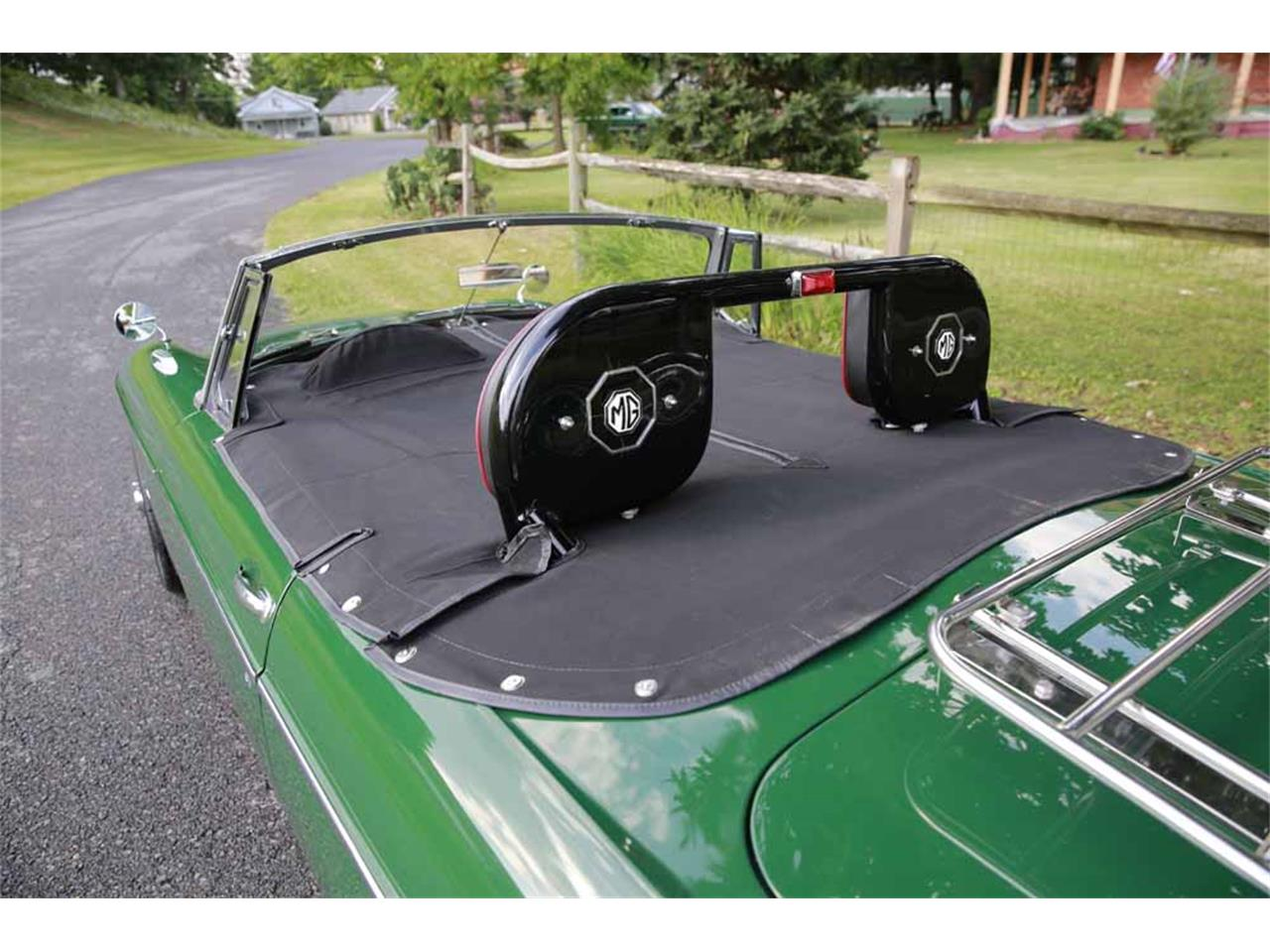 Large Picture of Classic 1965 MG MGB located in Virginia Auction Vehicle - J14W