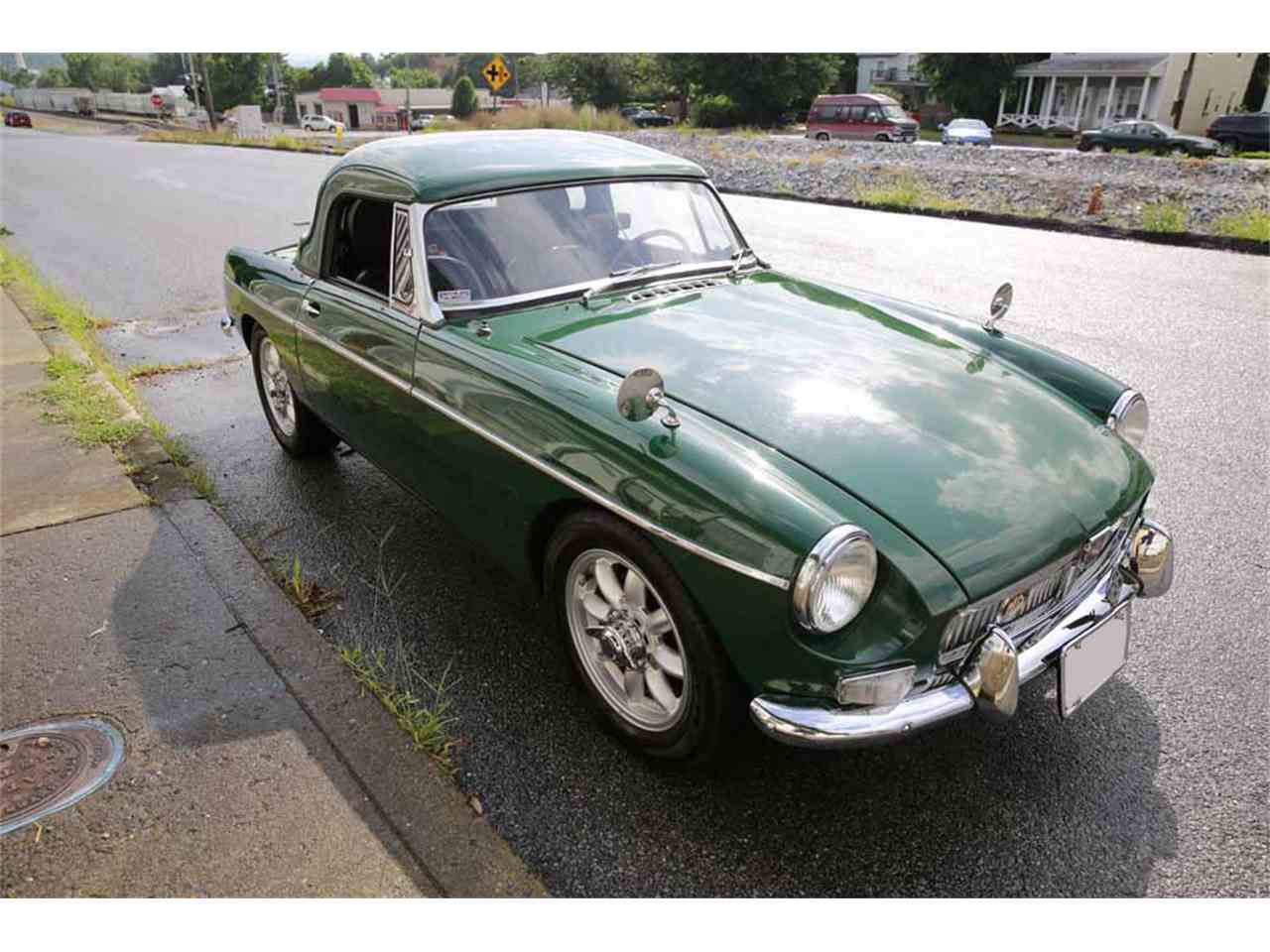 Large Picture of '65 MGB located in Waynesboro Virginia  Auction Vehicle - J14W
