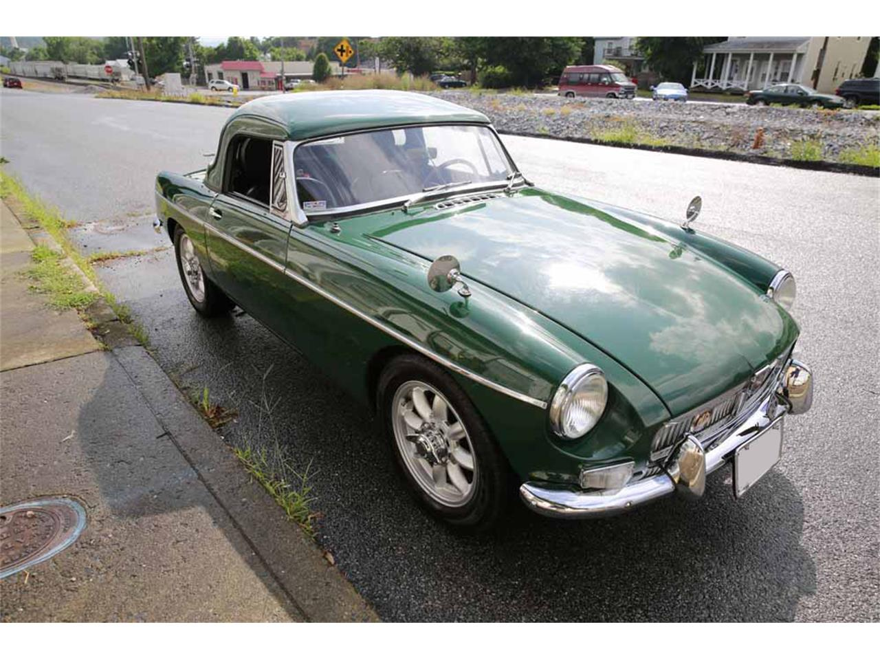 Large Picture of Classic 1965 MGB located in Virginia Auction Vehicle - J14W