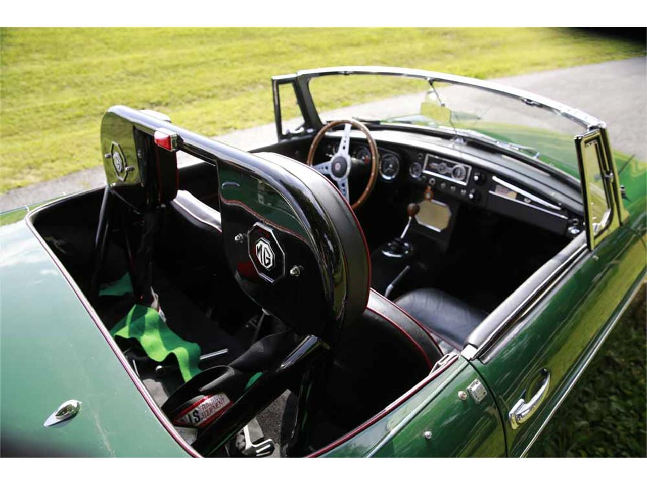 Large Picture of 1965 MGB Offered by Gassman Automotive - J14W