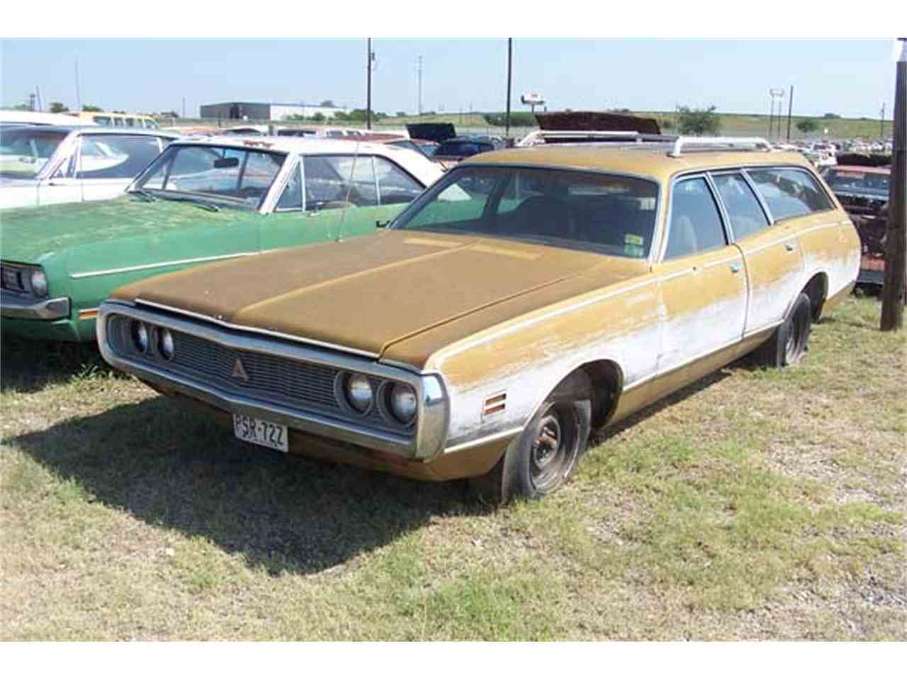 Large Picture of '71 Coronet Wagon - J23L