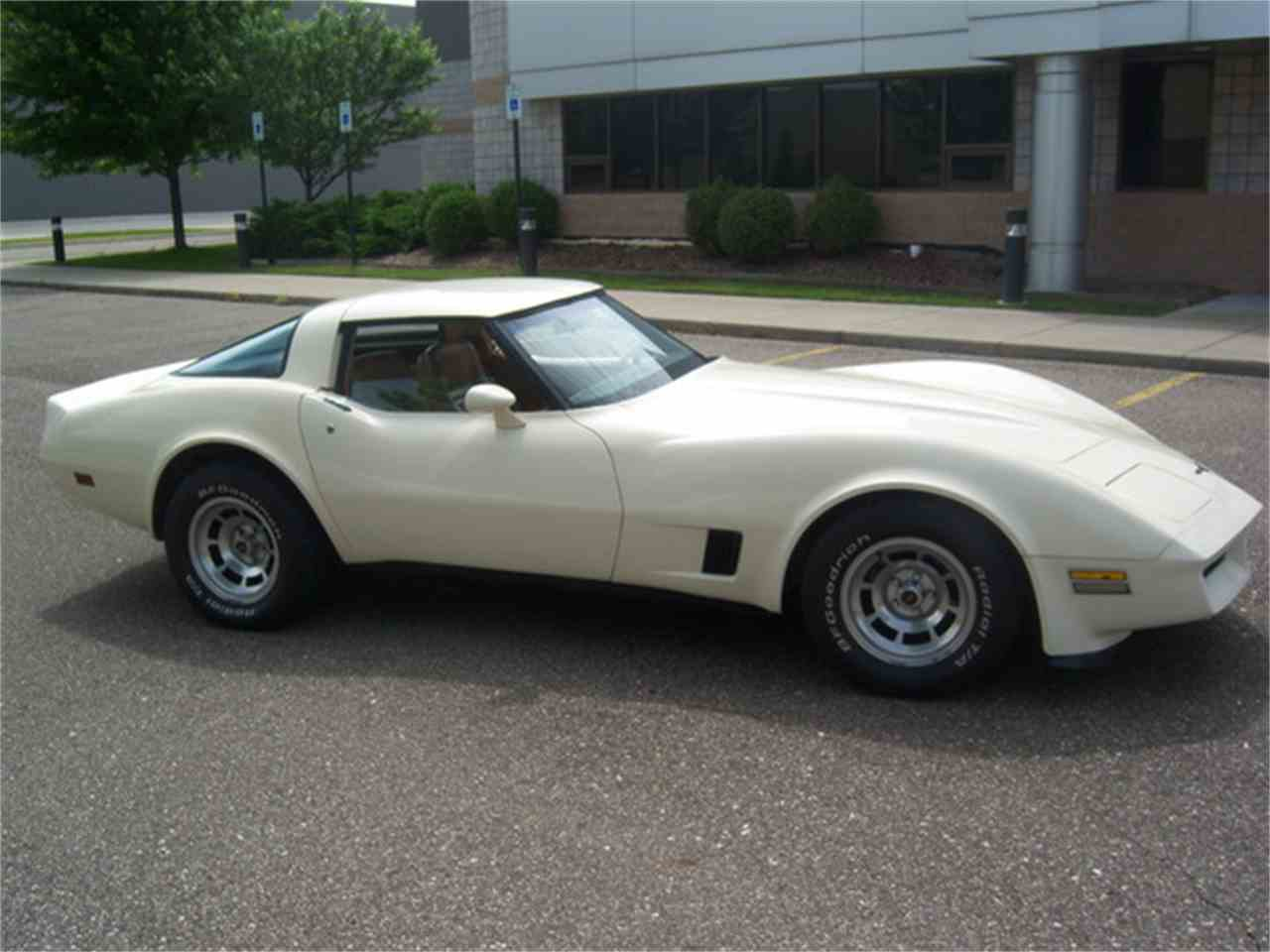 Large Picture of '81 Chevrolet Corvette - $9,900.00 Offered by More Muscle Cars - J2I3