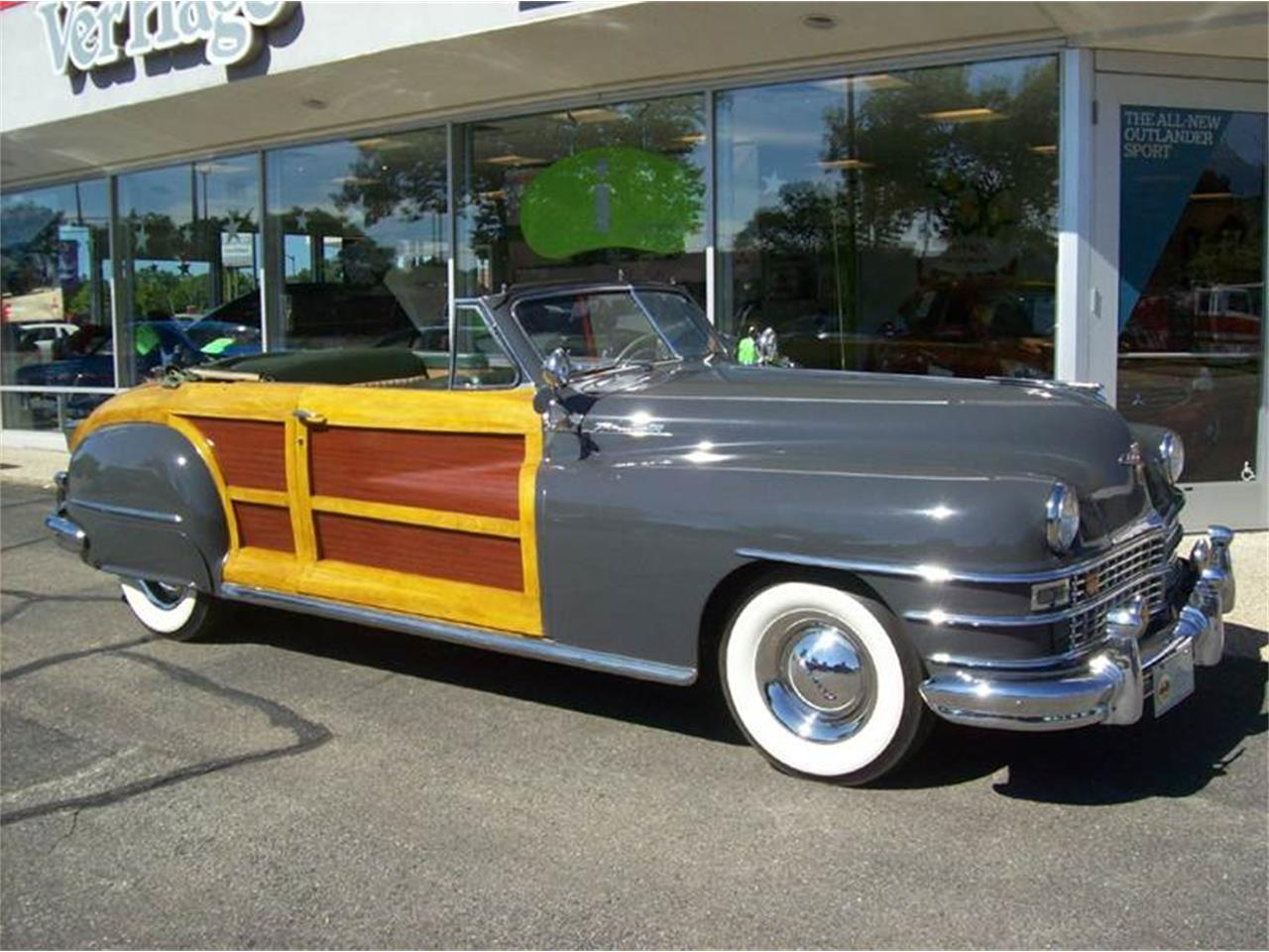 Large Picture of Classic 1949 Chrysler Town & Country Offered by Verhage Mitsubishi - J40N
