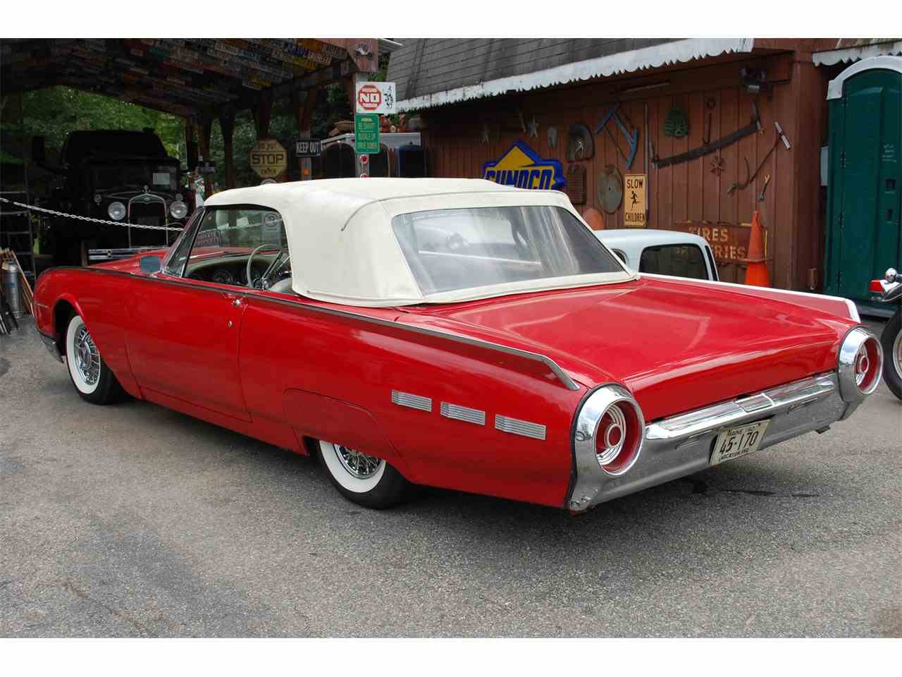 Large Picture of '61 Thunderbird - J8O4