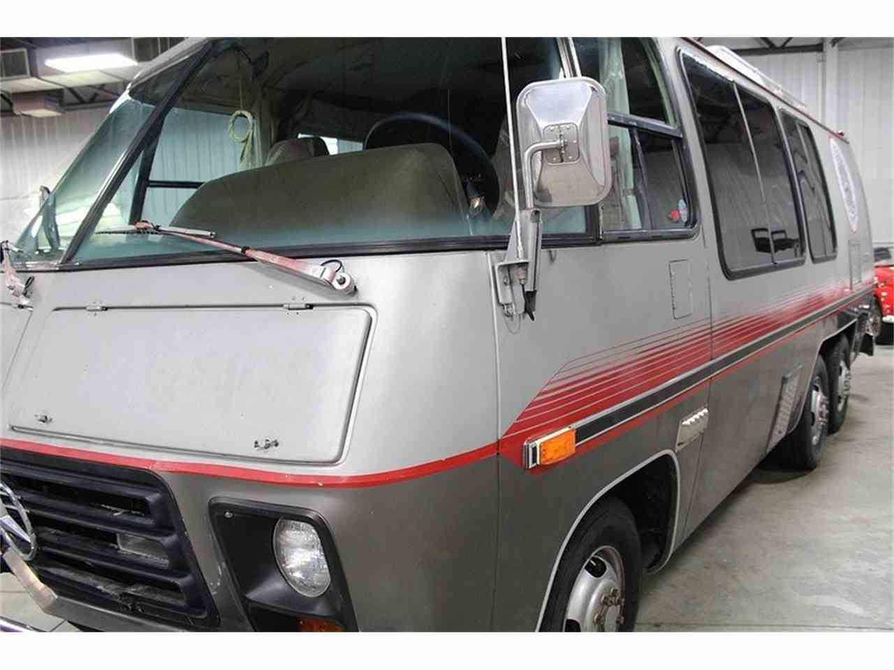 Large Picture of '77 Front Wheel Drive Motorhome - JAEN