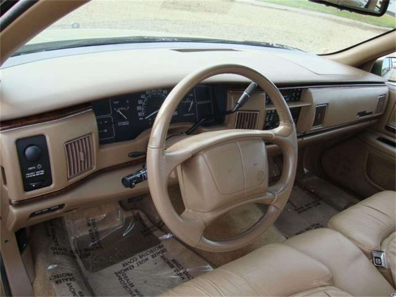 Large Picture of 1996 Buick Roadmaster located in Milbank South Dakota - $13,385.00 - JDAH