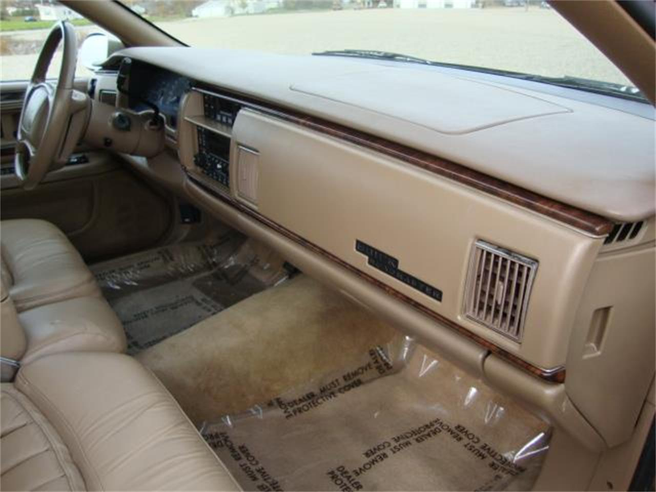 Large Picture of '96 Buick Roadmaster Offered by Gesswein Motors - JDAH