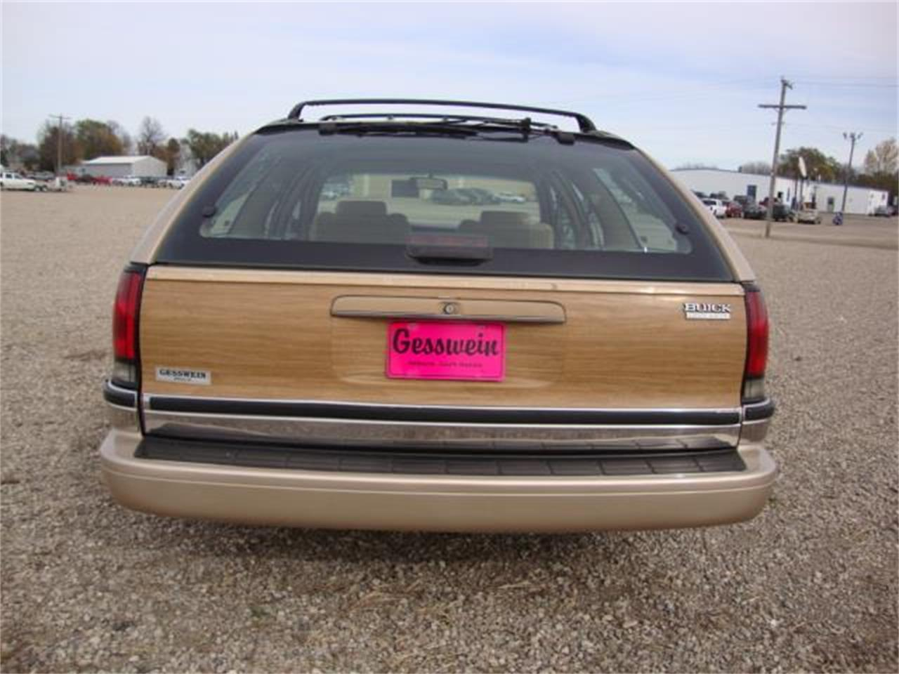 Large Picture of 1996 Buick Roadmaster located in South Dakota - $13,385.00 Offered by Gesswein Motors - JDAH
