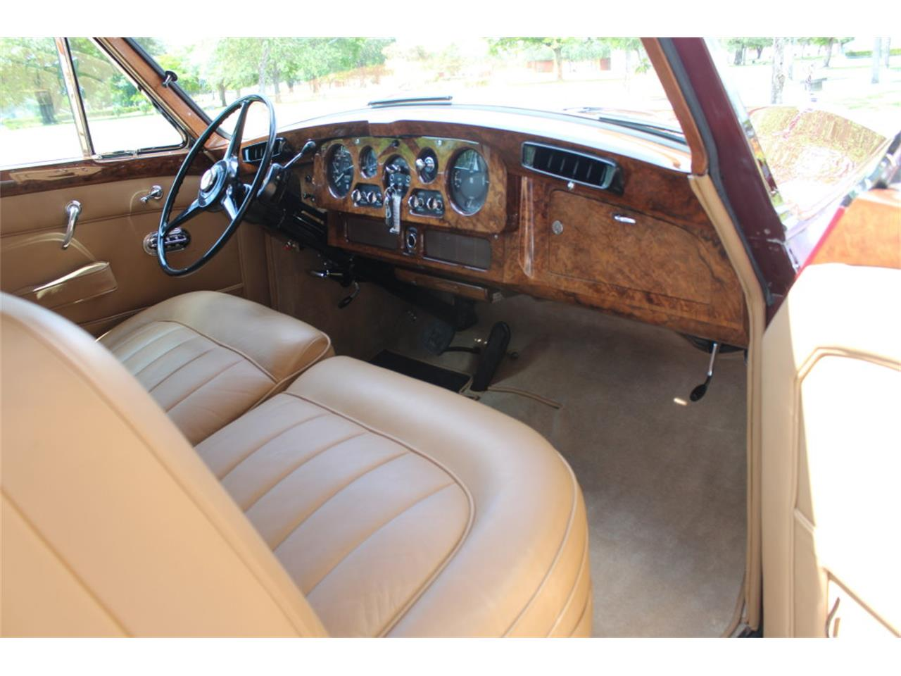 Large Picture of 1966 Rolls-Royce Phantom located in Florida Auction Vehicle Offered by Vantage Motorworks - JDBM
