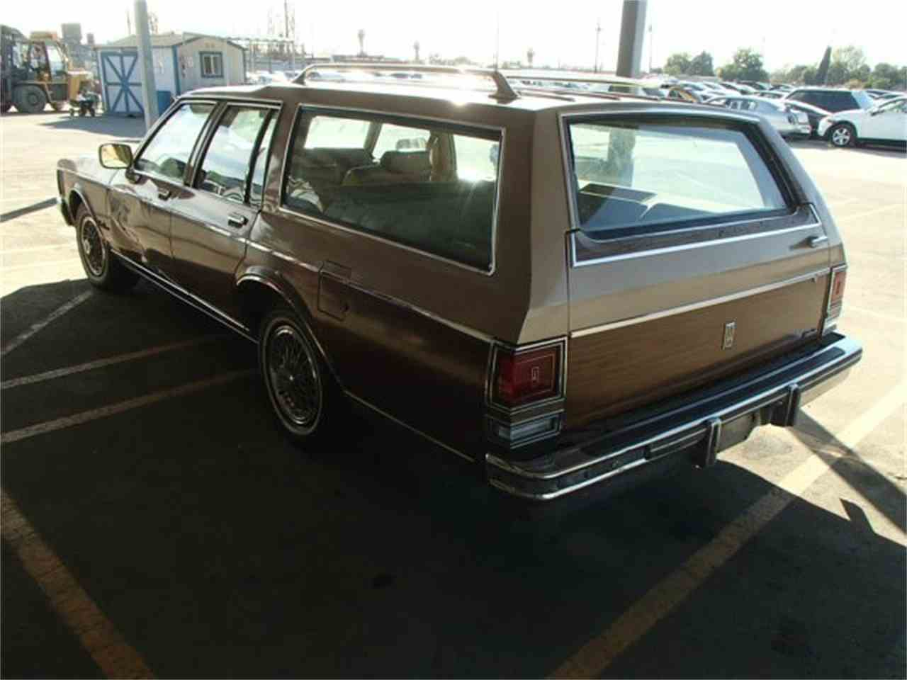 Large Picture of '85 CUSTOM CRUISER WAGON - JAYN