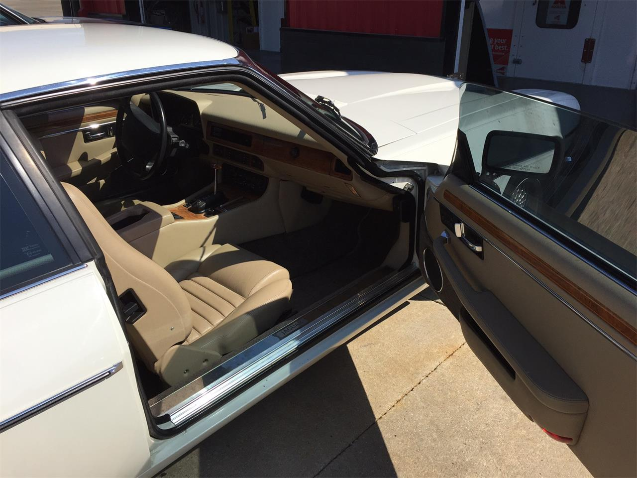 Large Picture of '92 Jaguar XJS located in Effingham Illinois Offered by Schultheis Garage and Classics, LLC - JGHZ