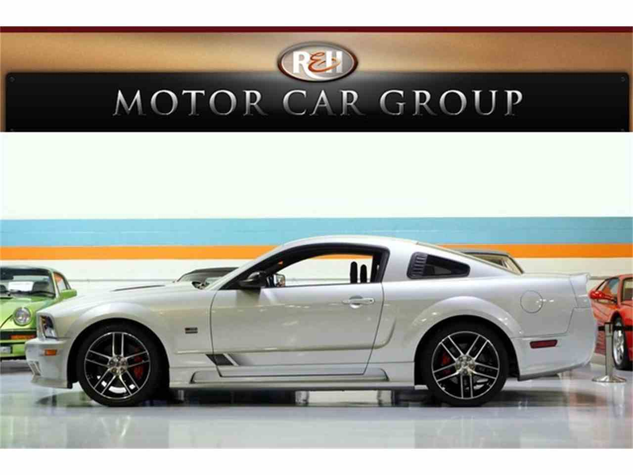 Large Picture of '06 Ford Mustang located in Ohio Offered by R&H Motor Car Group - JHI8