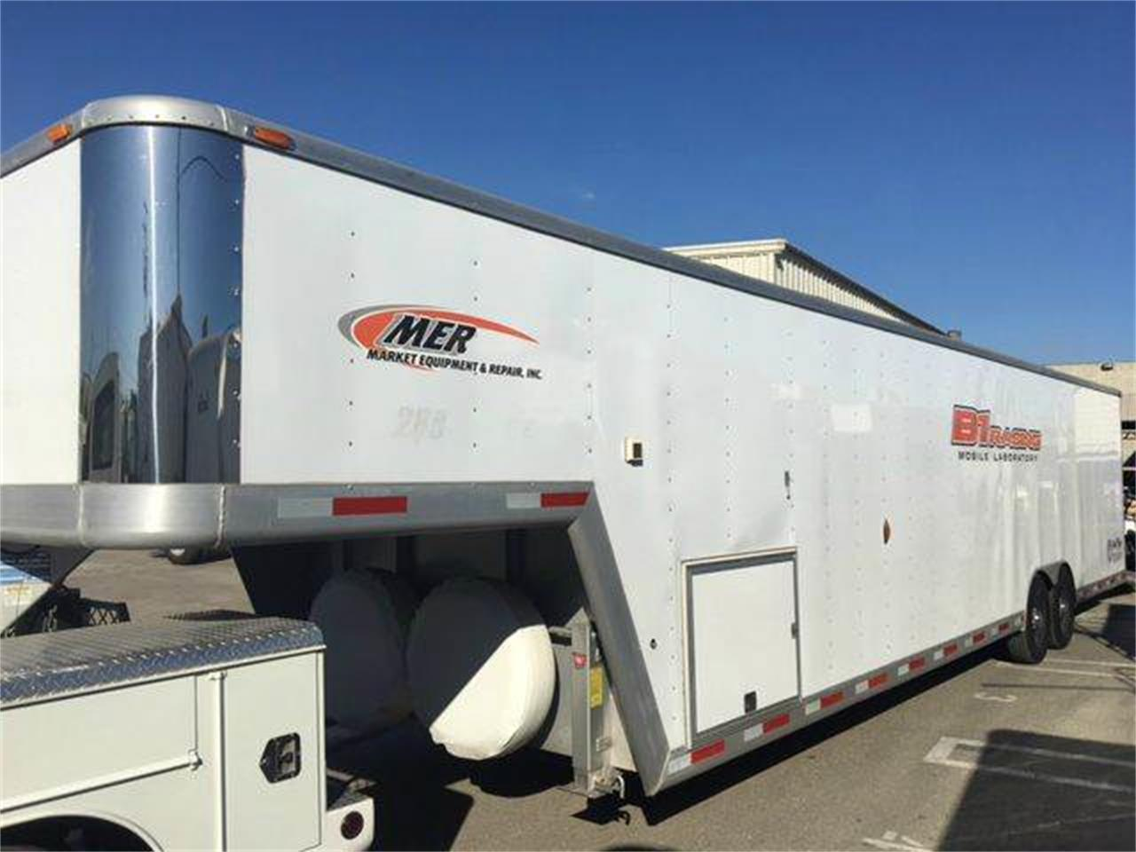 Large Picture of 2004 Gooseneck 5th Wheel located in Brea California - JJ2K