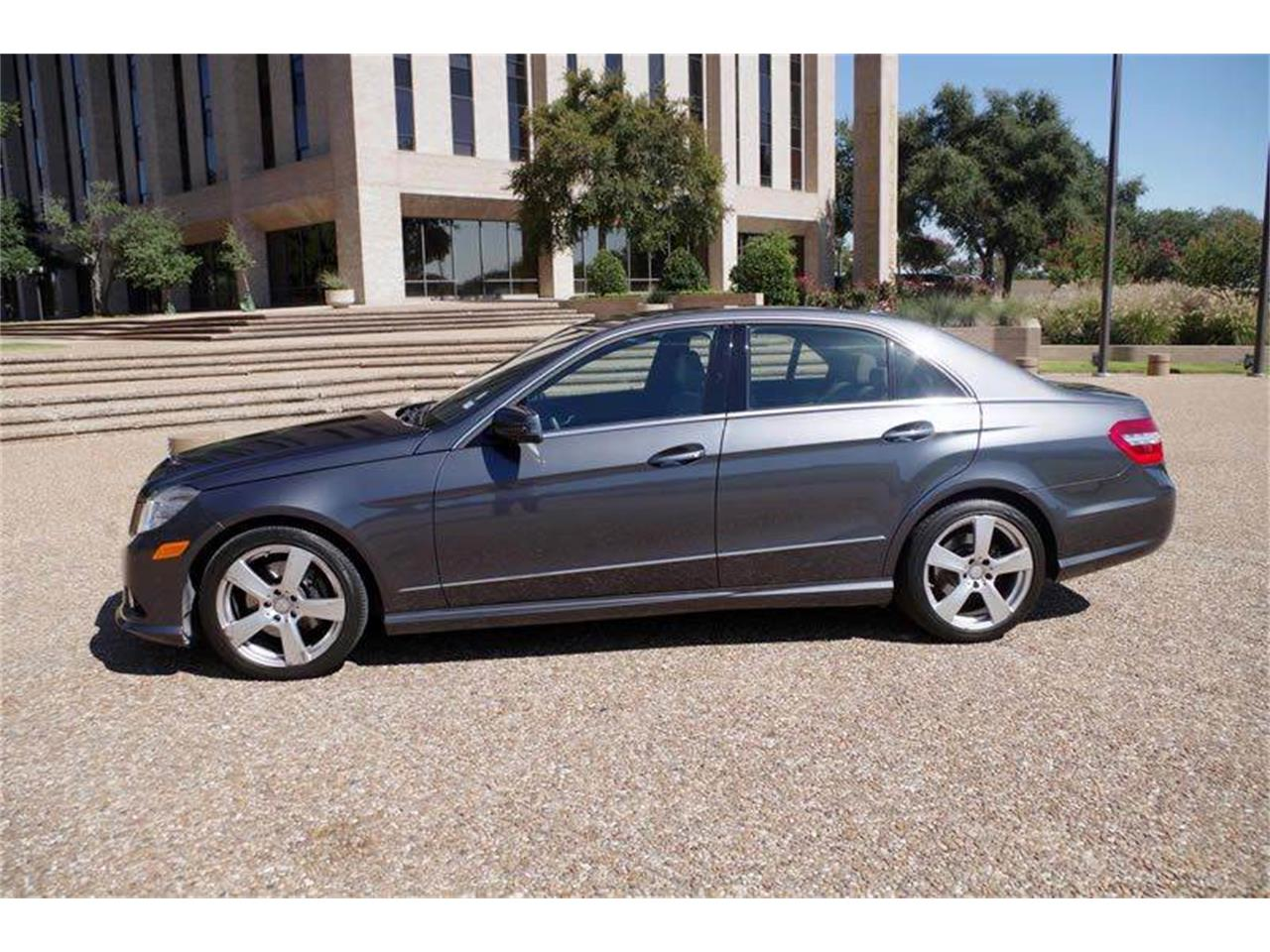 Large Picture of '10 Mercedes-Benz E-Class - JJM0