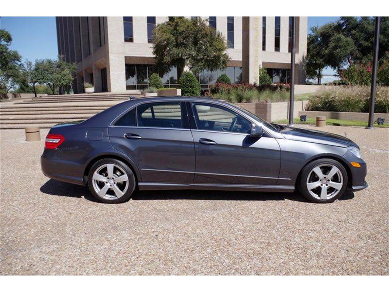 Large Picture of '10 Mercedes-Benz E-Class located in Texas - JJM0