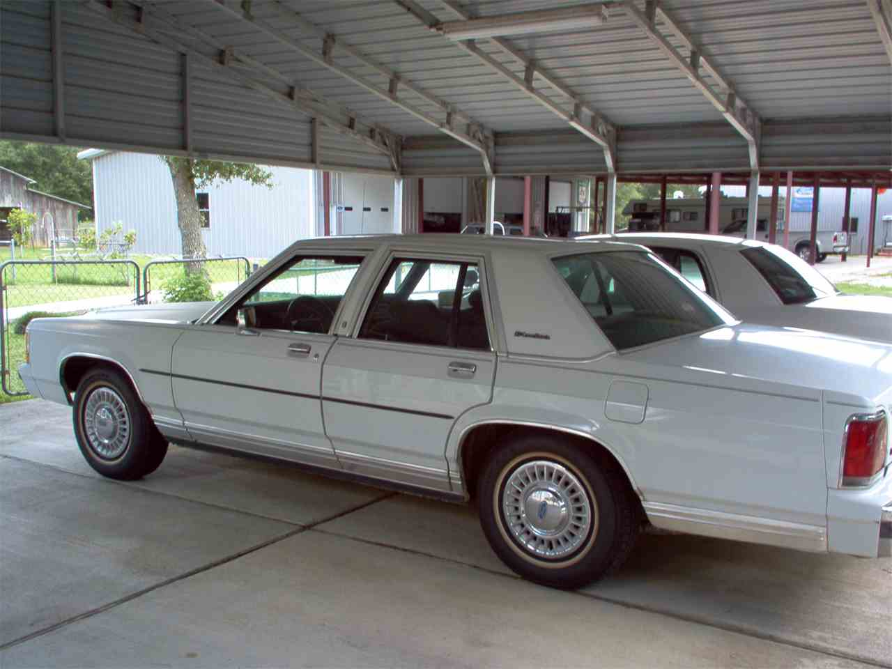 Large Picture of 1989 Ford Crown Victoria - JLE6