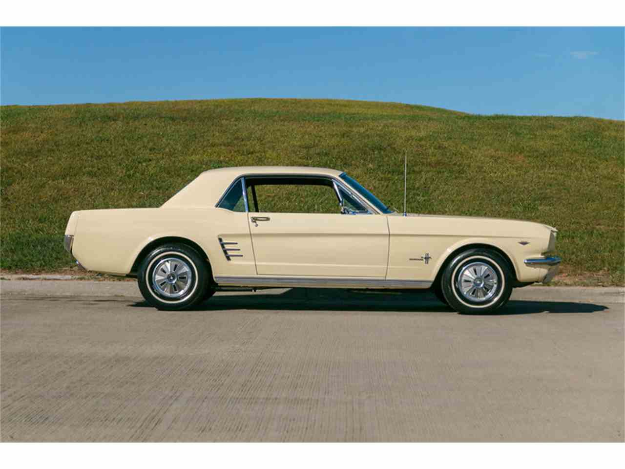 Large Picture of '66 Mustang - JIHN
