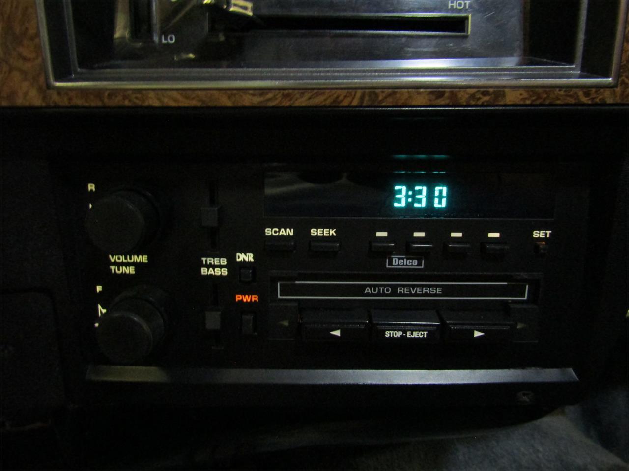 Large Picture of '90 Suburban - JM3I