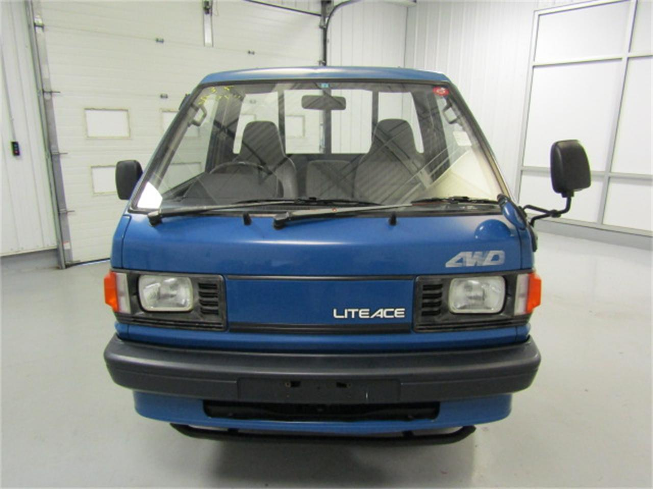 Large Picture of '90 LiteAce - $7,979.00 Offered by Duncan Imports & Classic Cars - JM5H