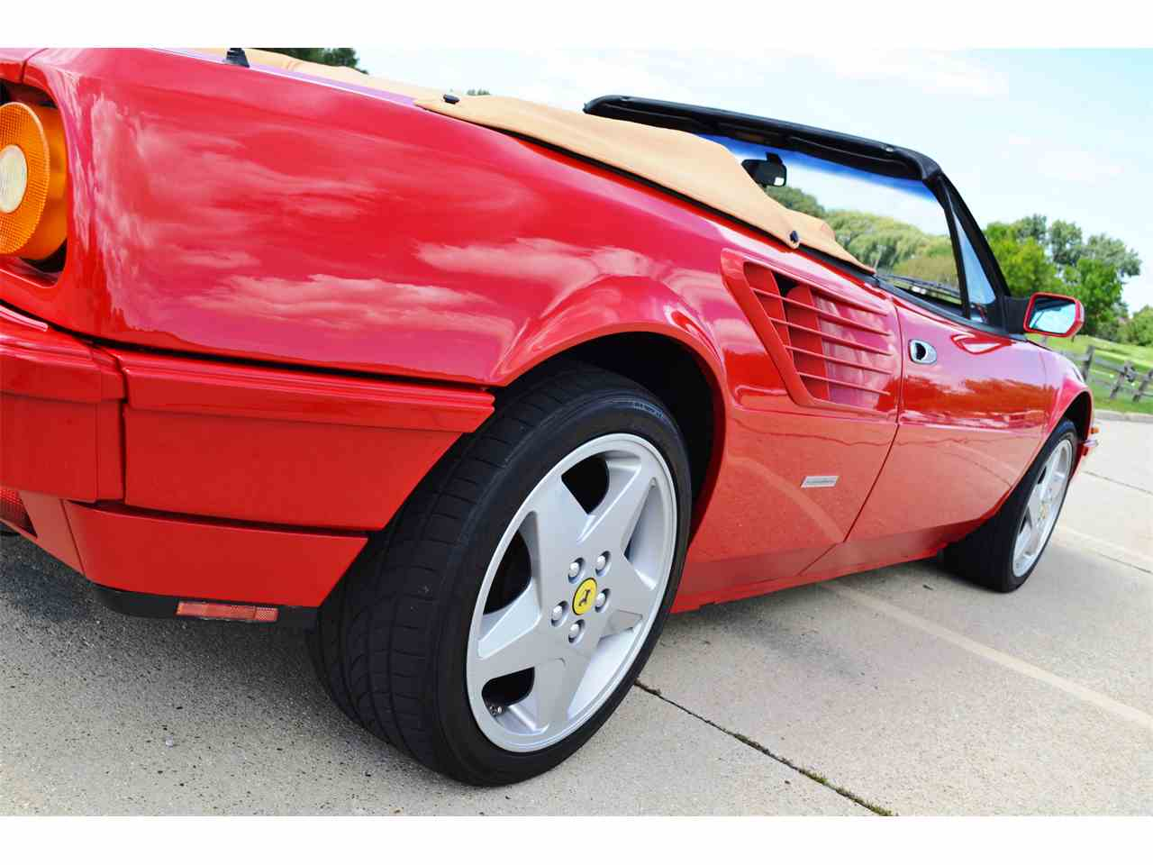 Large Picture of '85 Ferrari Mondial located in Illinois - JOFL