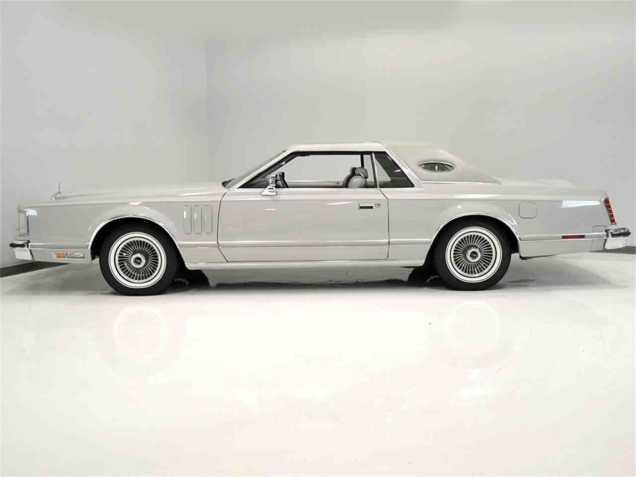 Large Picture of '77 Lincoln Continental Mark V located in Ohio - JOGC