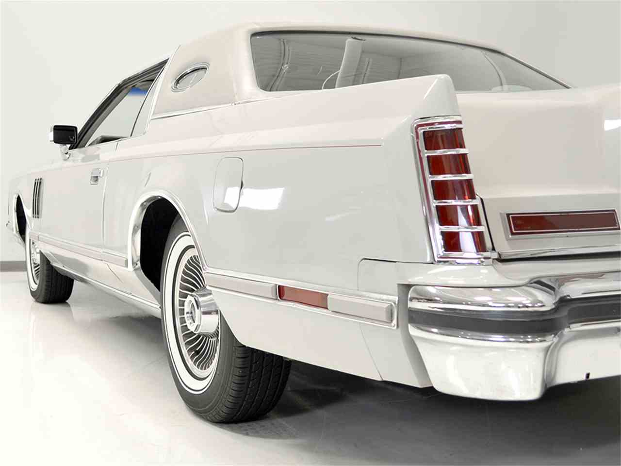 Large Picture of '77 Lincoln Continental Mark V - $13,900.00 - JOGC
