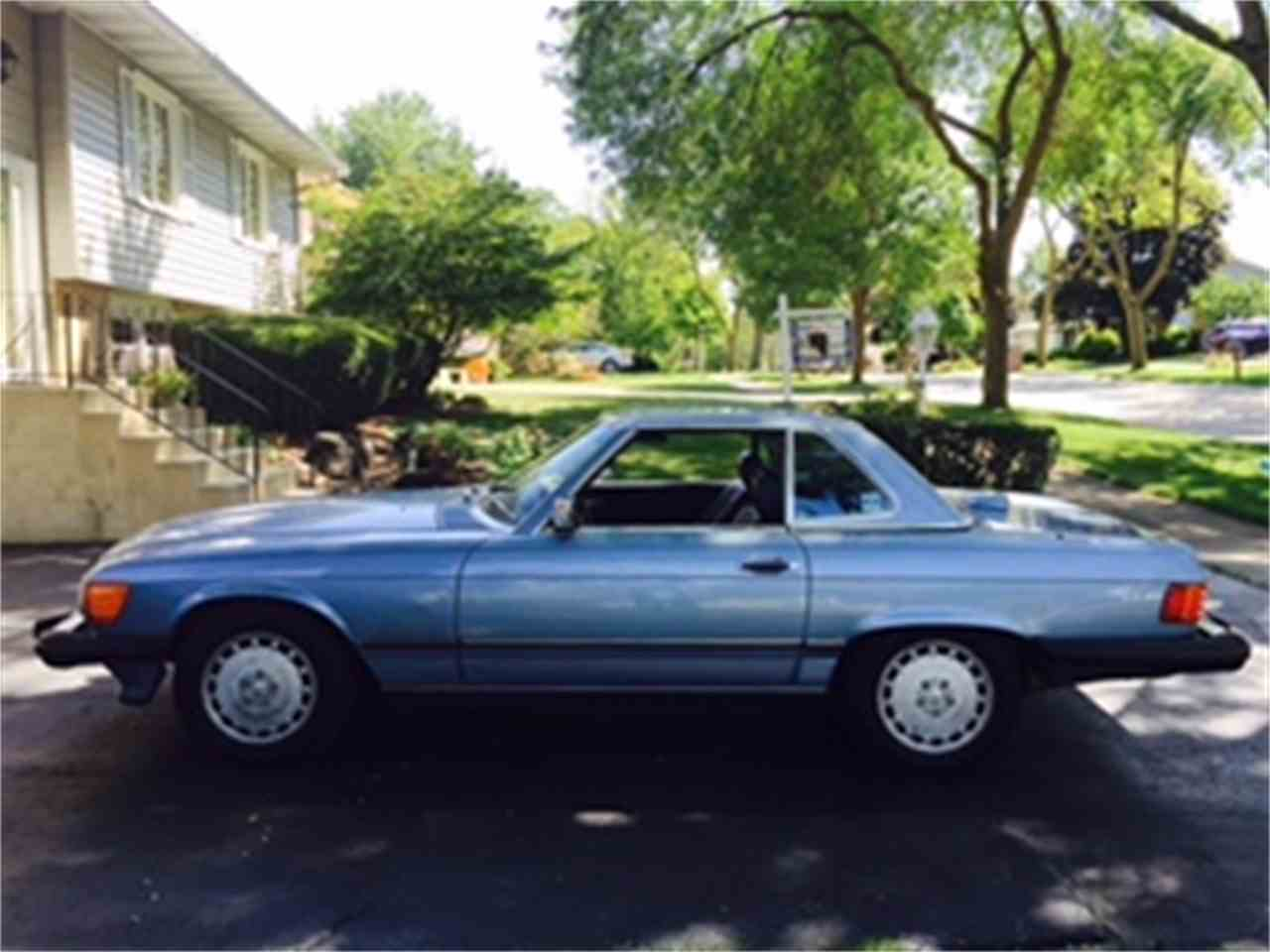 Large Picture of '86 Mercedes-Benz 560SL located in DOWNERS GROVE Illinois Offered by a Private Seller - JP35