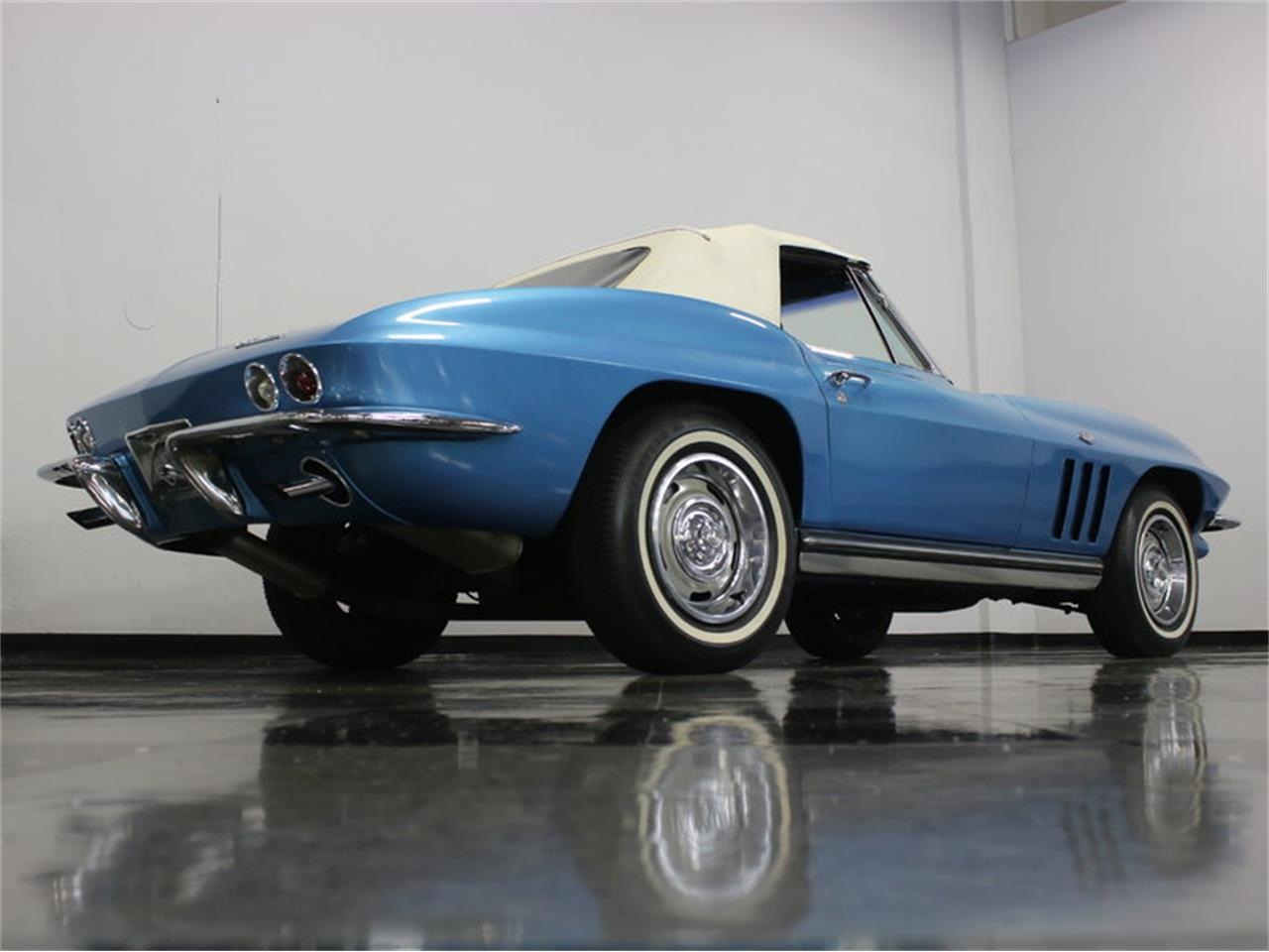 Large Picture of '65 Chevrolet Corvette located in Ft Worth Texas Offered by Streetside Classics - Dallas / Fort Worth - JRNP