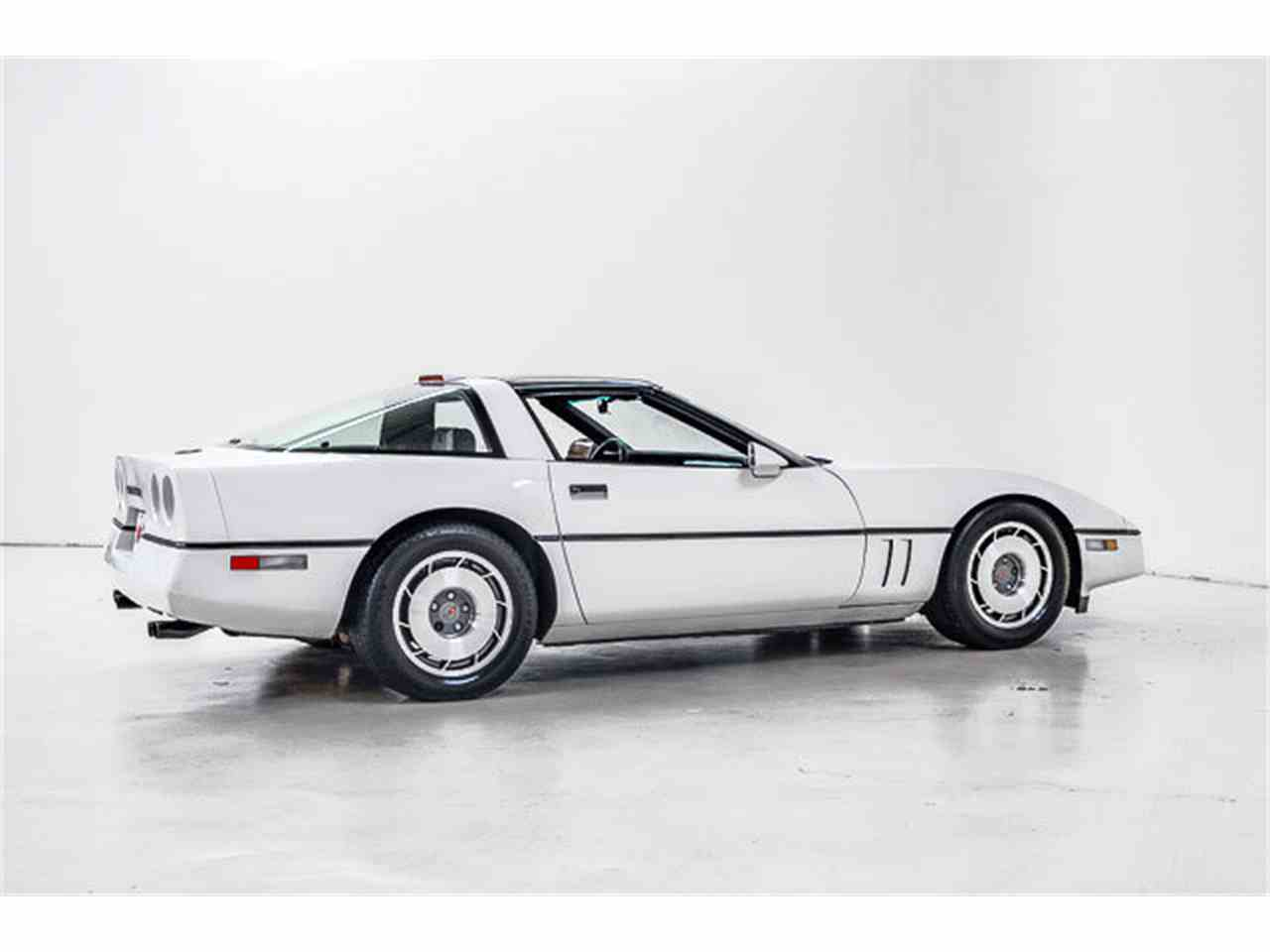 Large Picture of 1986 Corvette located in North Carolina Offered by Autobarn Classic Cars - JQ2I