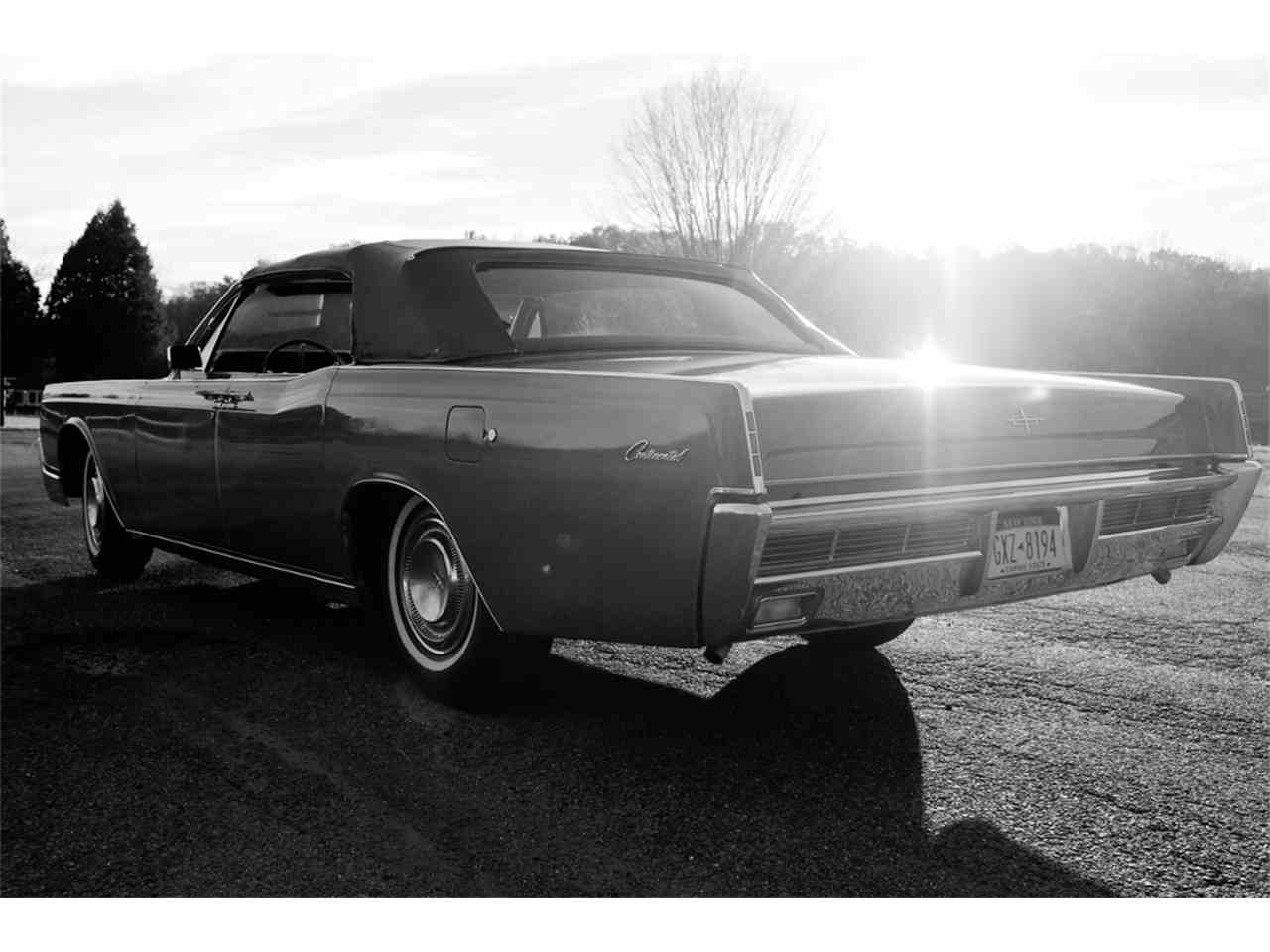 Large Picture of '66 Lincoln Continental - JRW9