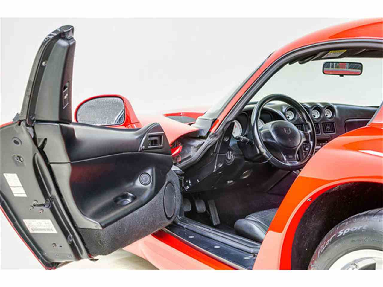 Large Picture of '97 Dodge Viper - $44,995.00 Offered by Autobarn Classic Cars - JQ36