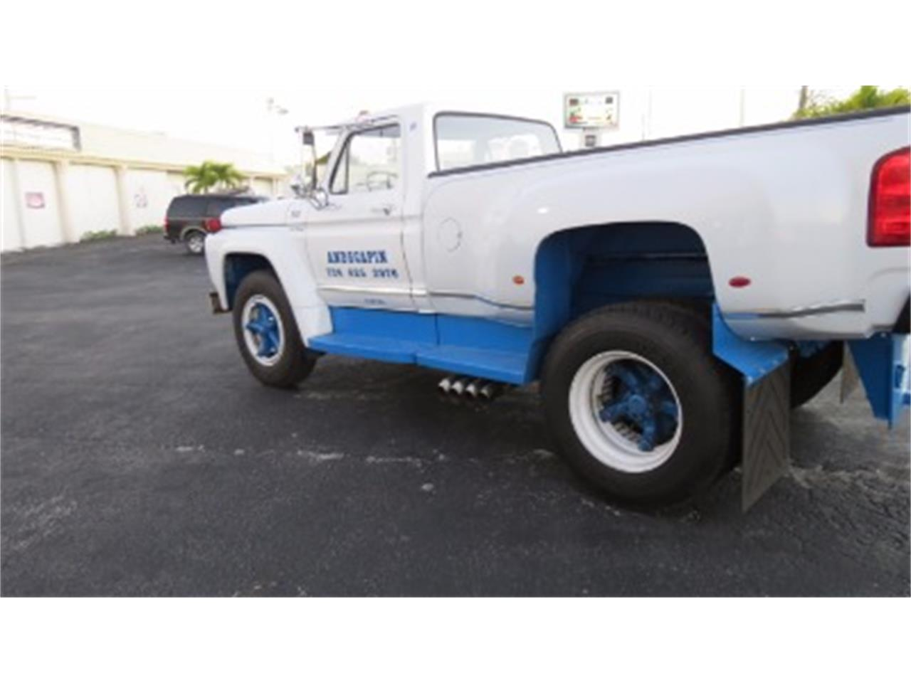 Large Picture of '74 Ford F700 located in Miami Florida - $18,500.00 - JSOU