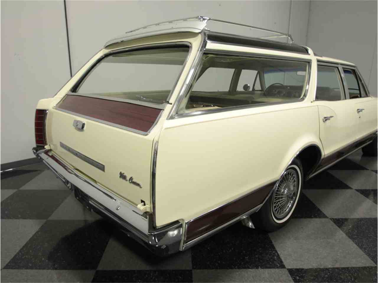 Large Picture of '67 Vista Cruiser - JUJD
