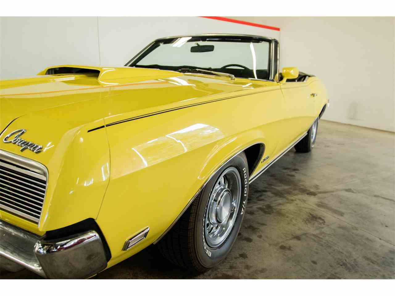 Large Picture of '69 Cougar - JW9E