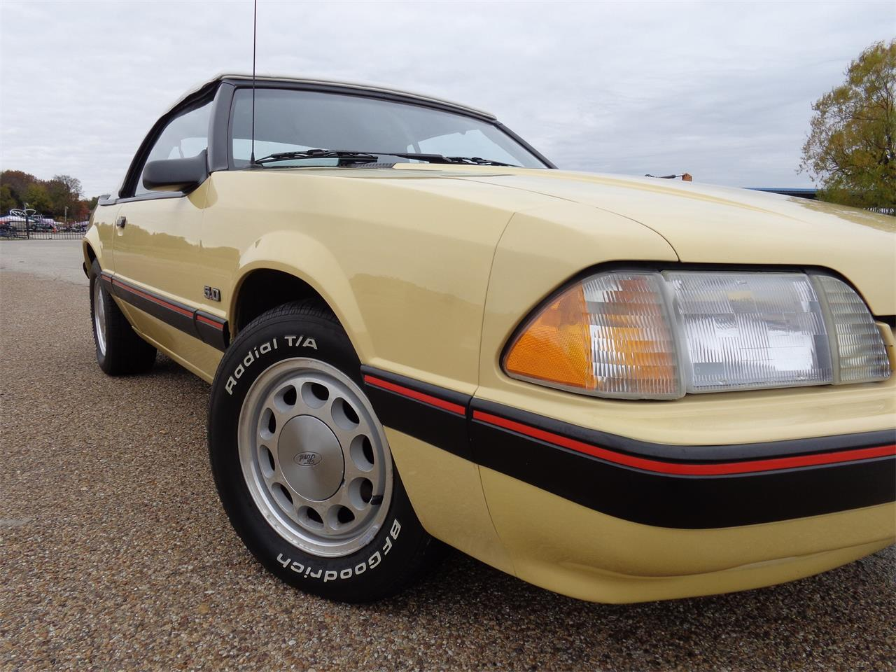 Large Picture of '87 Ford Mustang - JYND