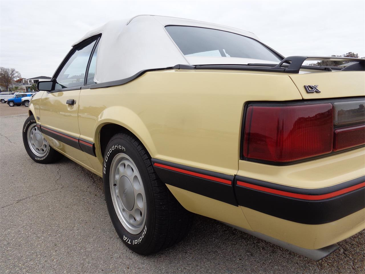 Large Picture of 1987 Ford Mustang located in Texas - JYND