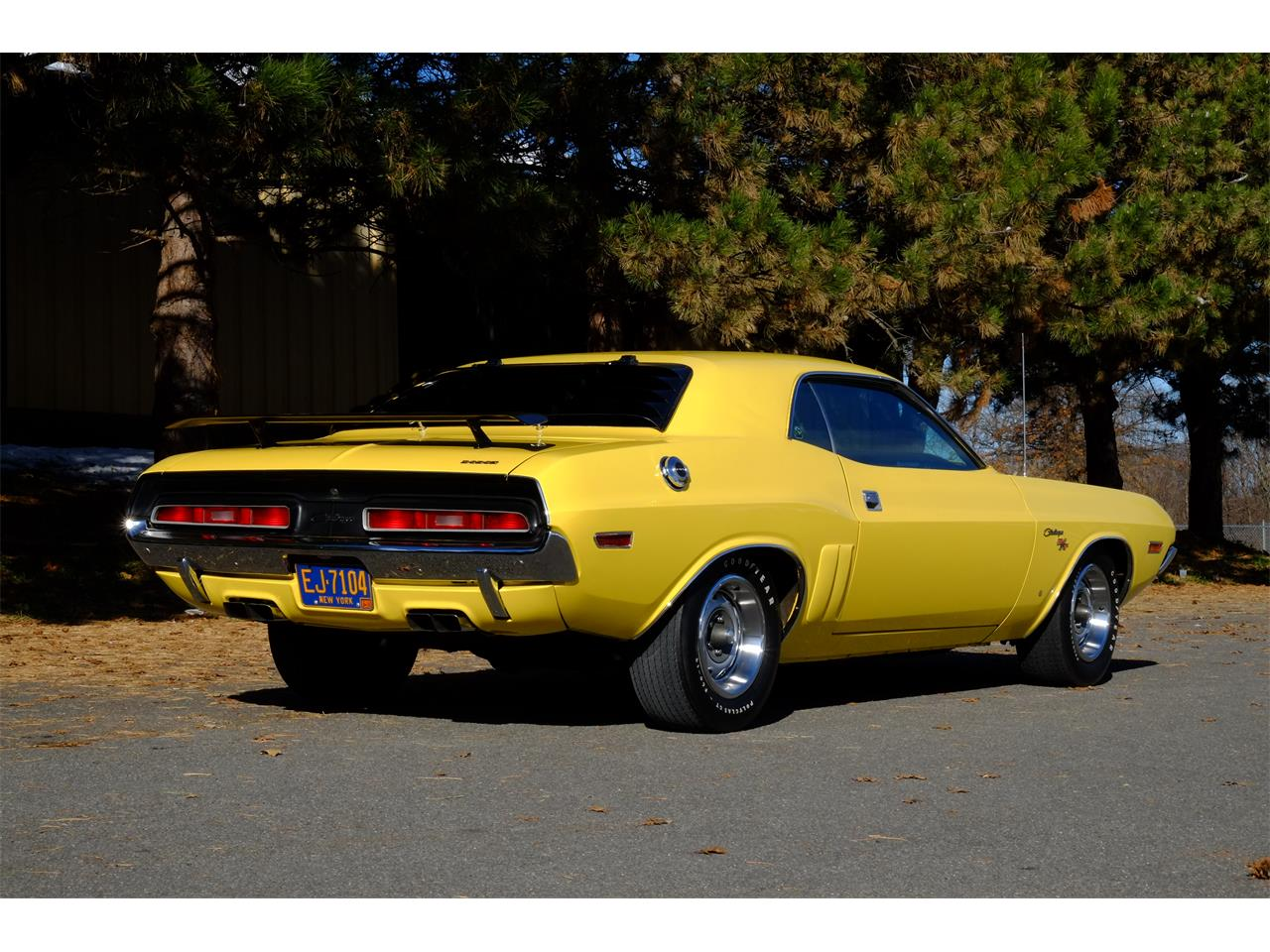 Large Picture of '71 Dodge Challenger R/T 426 Hemi located in New York - JY6E
