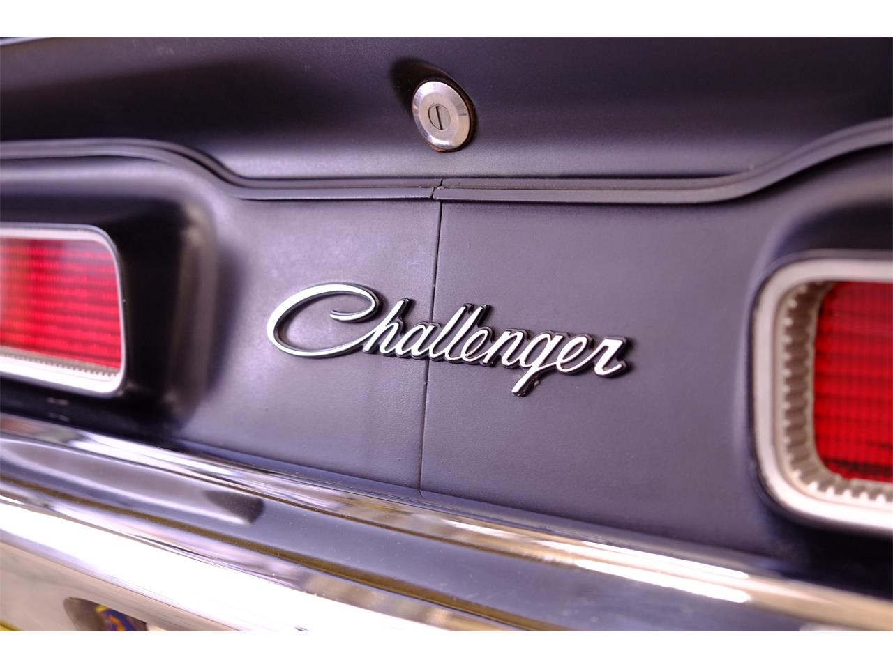 Large Picture of Classic 1971 Challenger R/T 426 Hemi - JY6E