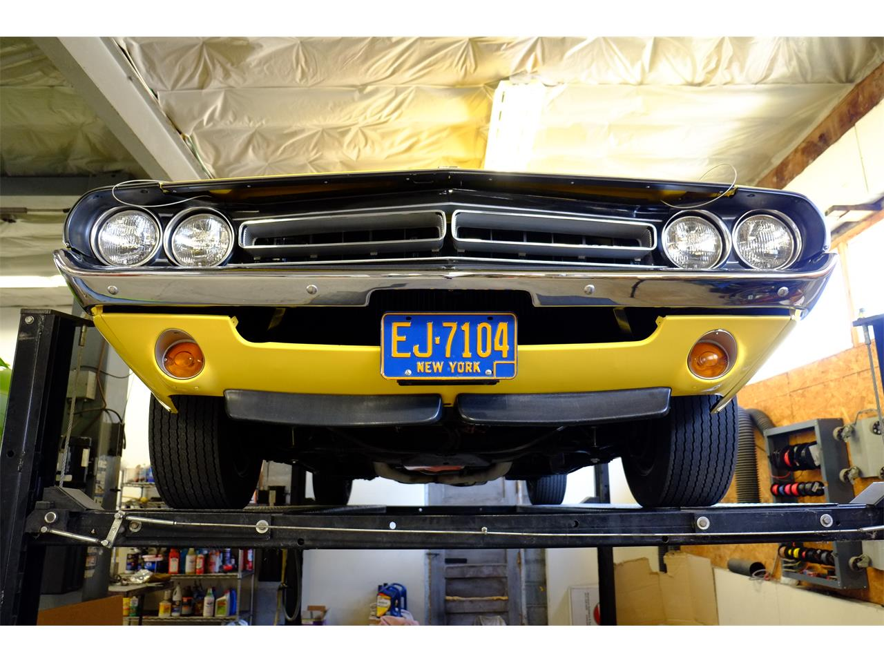 Large Picture of Classic '71 Challenger R/T 426 Hemi located in New York - JY6E