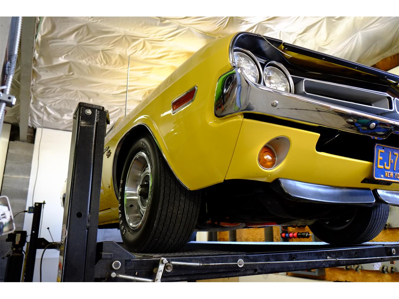 Large Picture of Classic '71 Dodge Challenger R/T 426 Hemi Offered by Automotion - JY6E