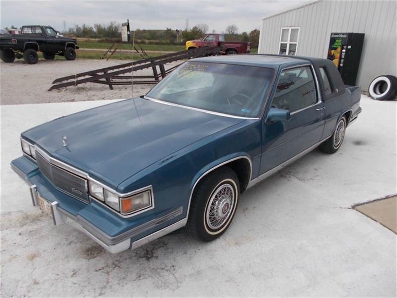 Large Picture of 1986 Cadillac Coupe DeVille located in Staunton Illinois - $4,350.00 Offered by Country Classic Cars - K4HB