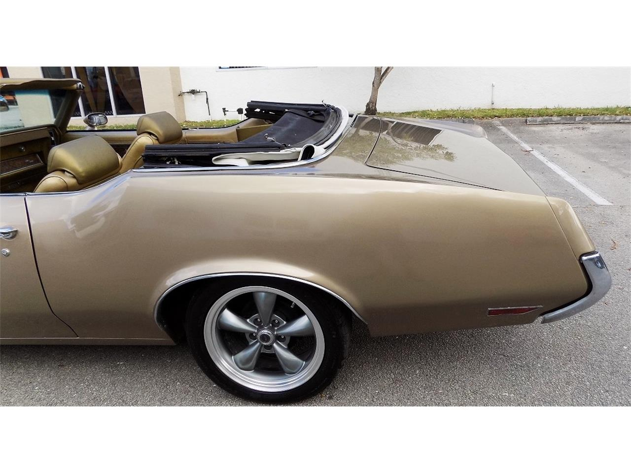 Large Picture of '70 Oldsmobile Cutlass Supreme Offered by Cool Cars - K8LC