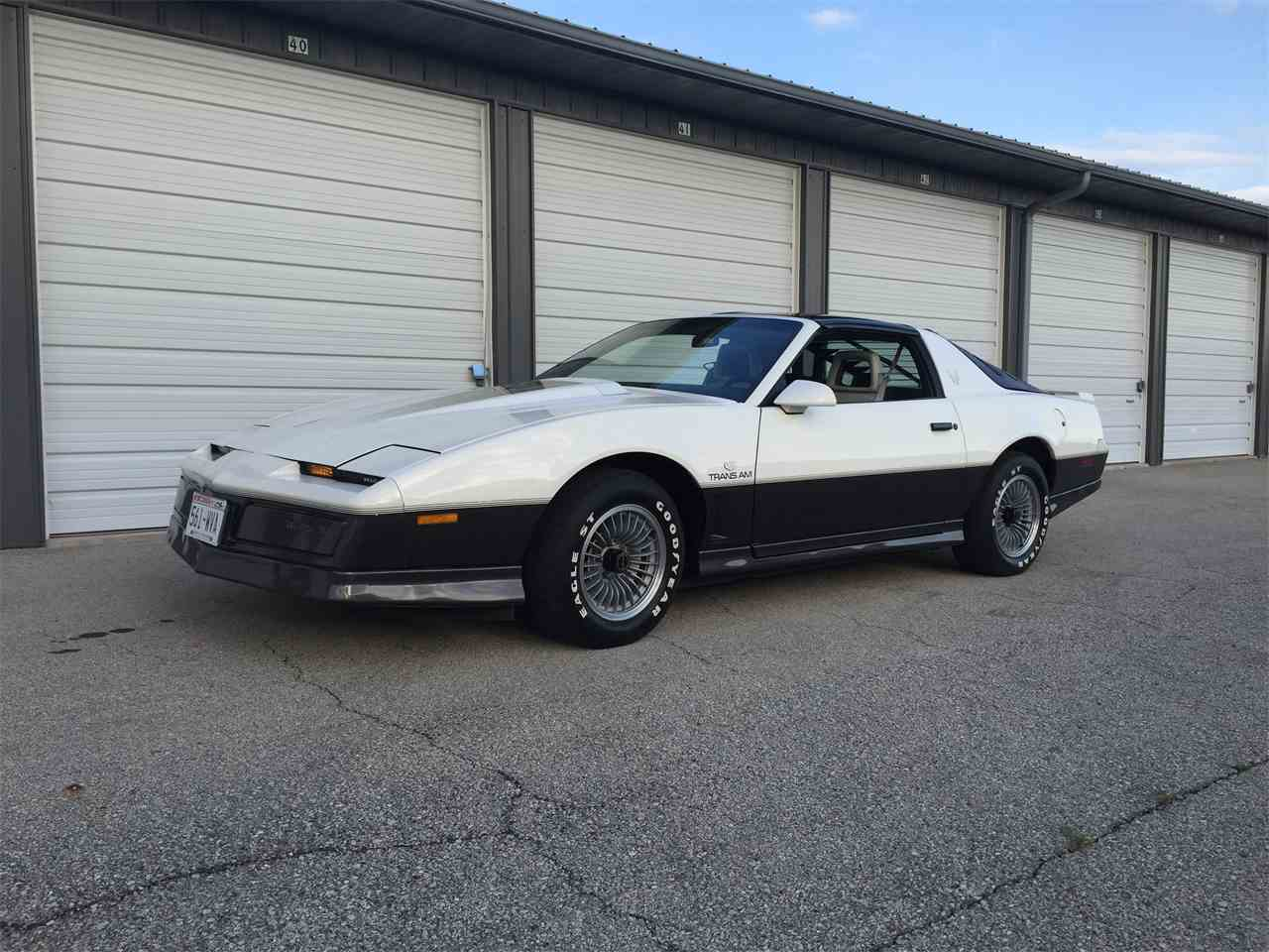 Large Picture of '83 Firebird Trans Am located in Wisconsin - $9,500.00 - K9W6