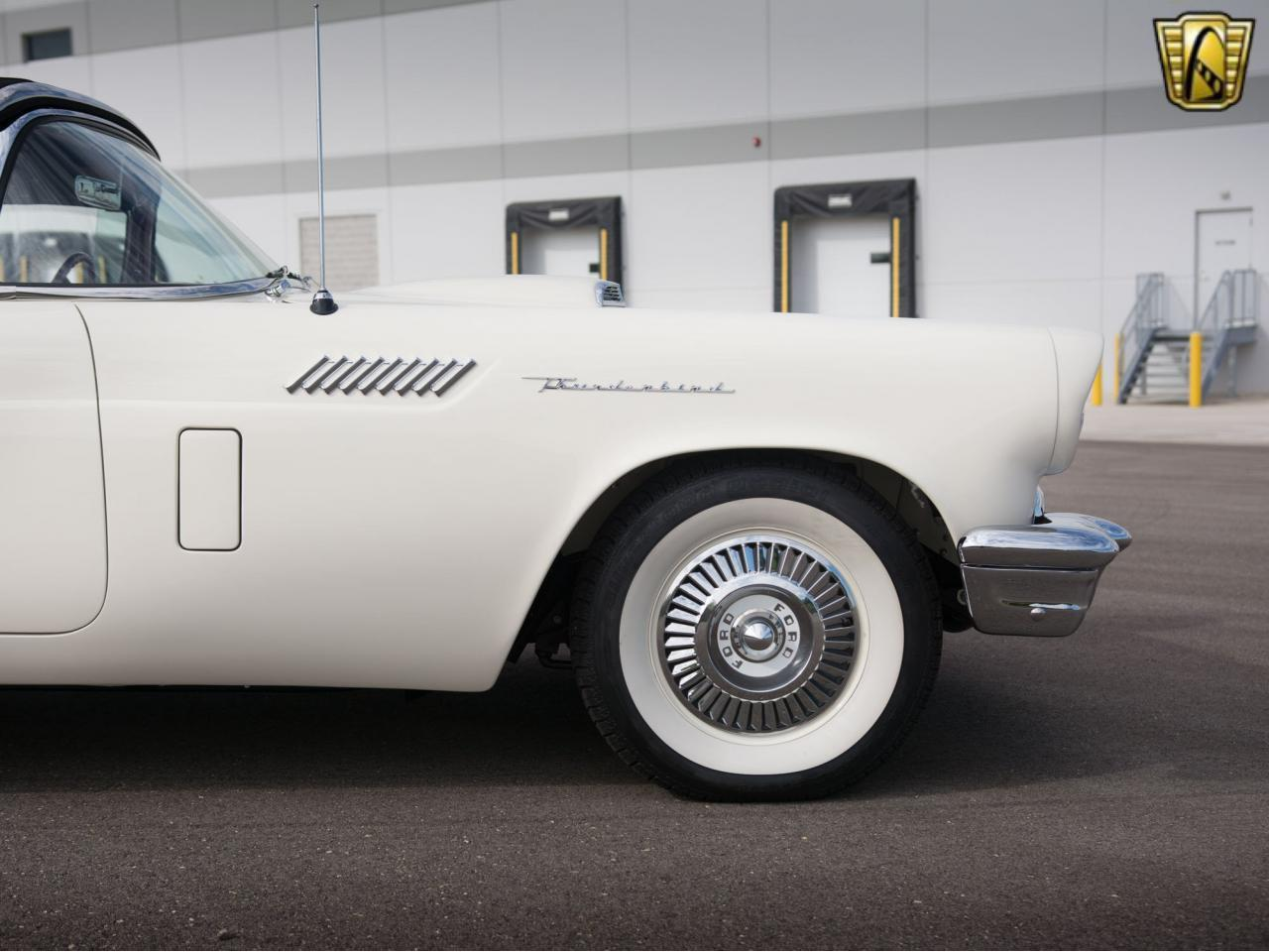 Large Picture of Classic 1957 Ford Thunderbird - KE57