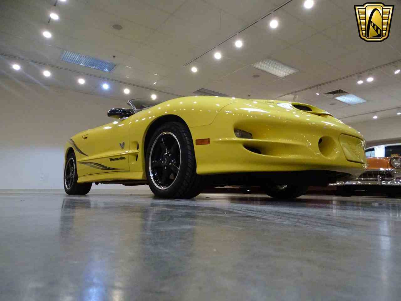 Large Picture of '02 Pontiac Firebird located in Illinois Offered by Gateway Classic Cars - St. Louis - KE64