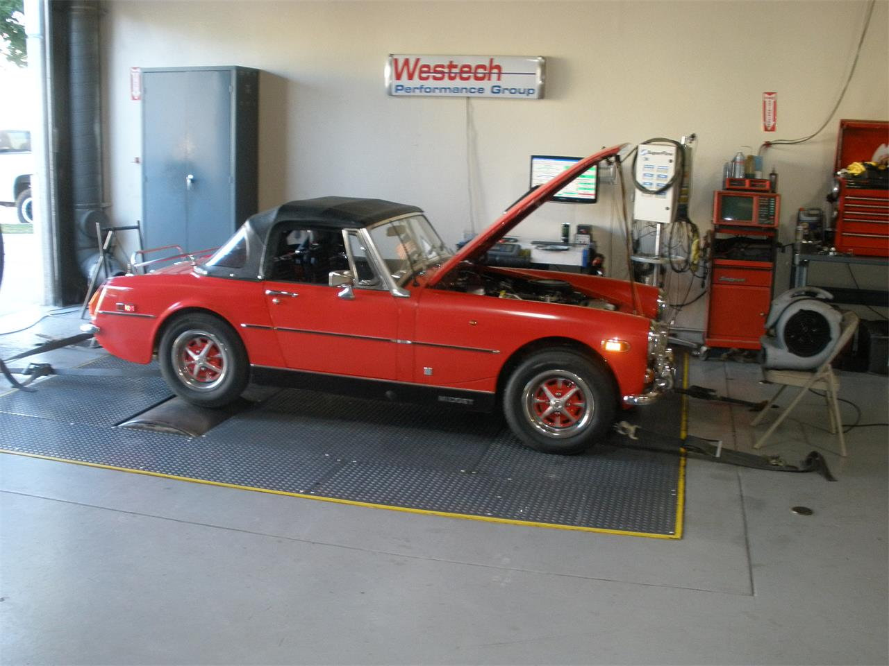 Large Picture of '74 MG Midget - KEGM