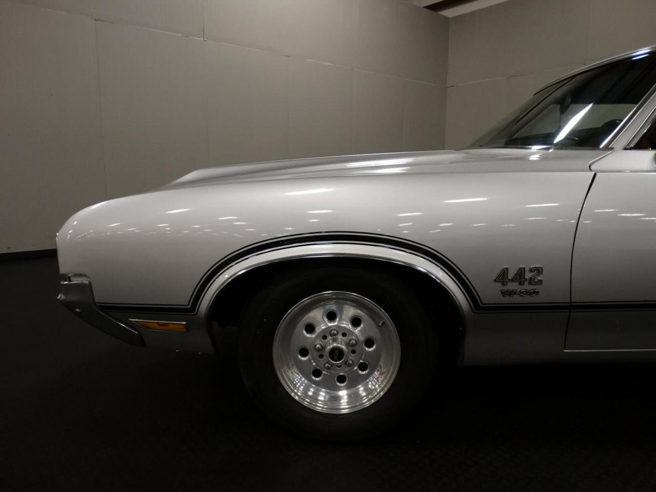 Large Picture of 1970 Cutlass located in Memphis Indiana Offered by Gateway Classic Cars - Louisville - KEIV