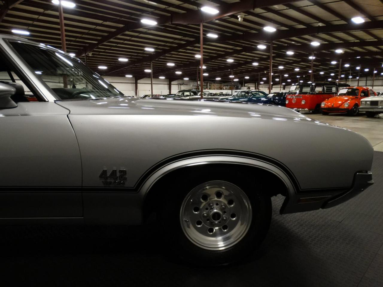 Large Picture of Classic '70 Oldsmobile Cutlass Offered by Gateway Classic Cars - Louisville - KEIV