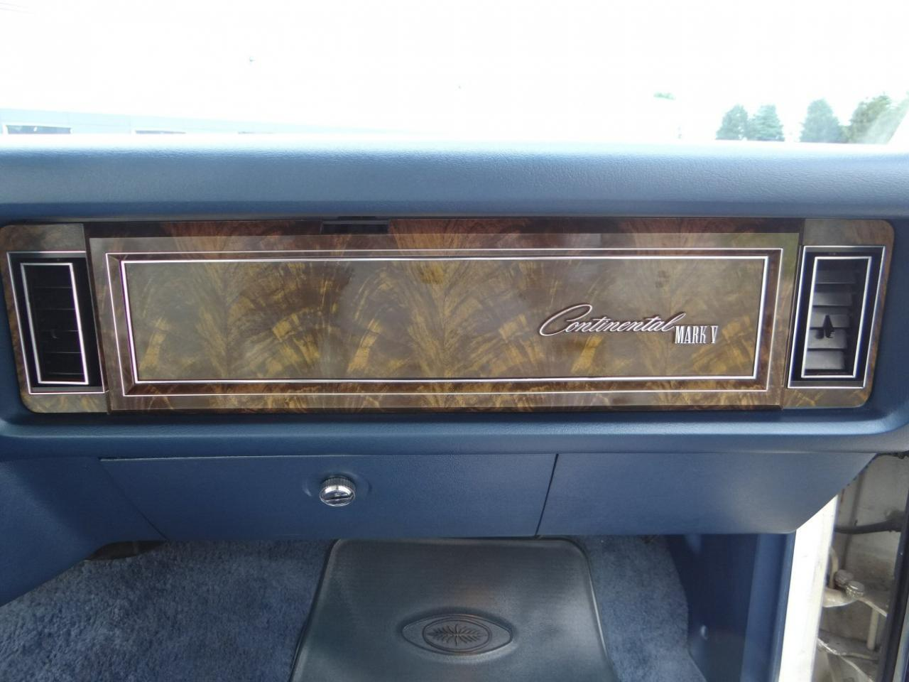 Large Picture of '78 Continental located in Illinois - $9,595.00 Offered by Gateway Classic Cars - Chicago - KEVR