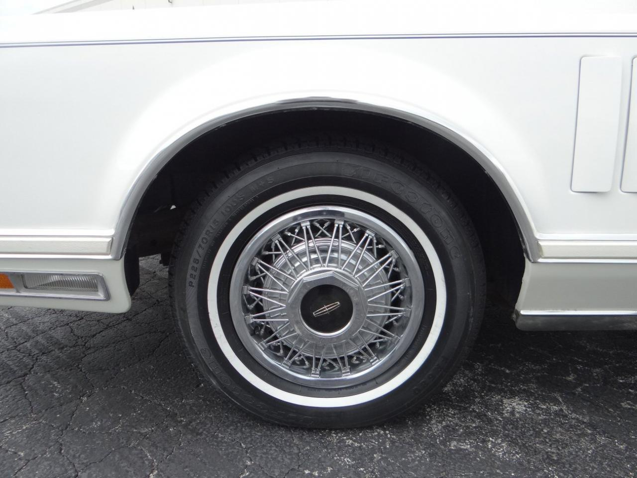 Large Picture of '78 Lincoln Continental Offered by Gateway Classic Cars - Chicago - KEVR